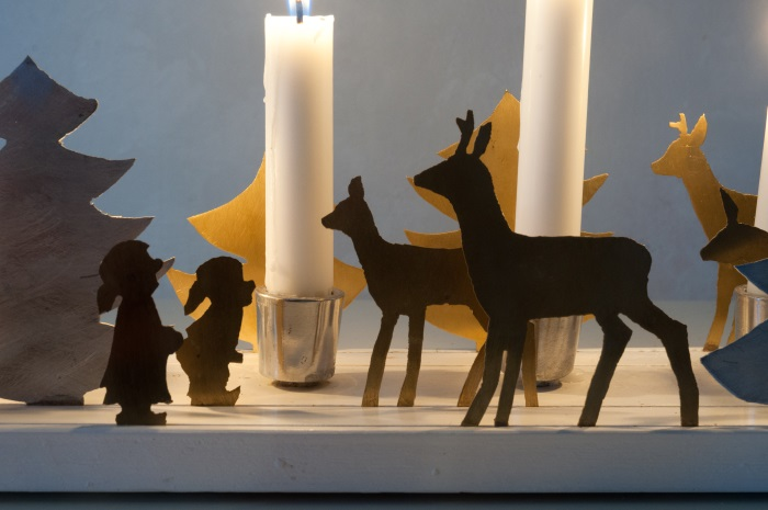 Adventsstake med figurer i messing